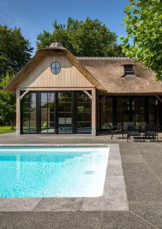 #tuinhuis #bijgebouw #poolhouse #zwembad #pool #garden #tuin http://leemconcepts.blogspot.nl/2015/03/bogarden-specialist-in-luxe-bijgebouwen.html Porch Curtains, Garden Structures, Garden Buildings, Outdoor Landscaping, Outdoor Gardens, Tropical Houses, Carriage House, Patios, Summer Kitchen