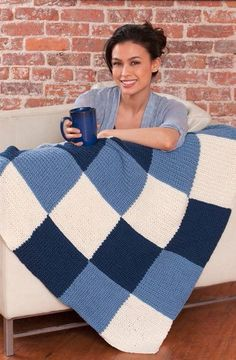 Everyone needs an afghan or two to throw over the couch for chilly days, and the more basic, the better. The Essential Effortless Afghan is a super-simple knit blanket pattern that can be adapted to fit any color scheme or decorating theme. Crochet Afghans, Motifs Afghans, Afghan Patterns, Crochet Blanket Patterns, Baby Patterns, Crochet Stitches, Baby Afghans, Sewing Patterns, Loom Crochet