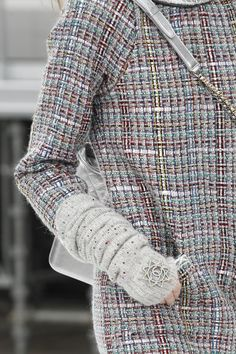 Chanel Fall 2017 Ready-to-Wear Accessories Photos - Vogue