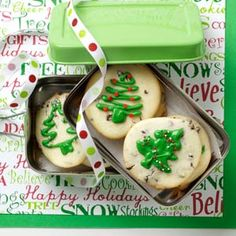 Taste of Home's Cookie Countdown: Creme de Menthe Cheesecake Cookies! Sheila Sporn of Houston, Texas claims that some say these are the best cookies they've ever had! Such a cinch to put together with just five ingredients, and so easy to vary. Christmas Cookie Exchange, Christmas Sweets, Christmas Cookies, Christmas Tree, Christmas Decor, Holiday Baking, Christmas Baking, Cake Pops, Creme