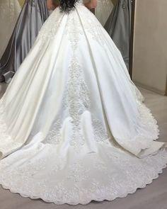 Cathedral Wedding Dress, Queen Wedding Dress, Puffy Wedding Dresses, Wedding Dress Bustle, Muslim Wedding Dresses, Evening Dresses For Weddings, Luxury Wedding Dress, Gorgeous Wedding Dress, Princess Wedding Dresses