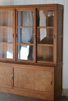 大きな食器棚 I love these type of kitchen cabinets