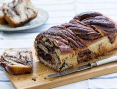 עוגת שמרים פרווה: קראנץ שוקולד ואגוזים (צילום: בני גם זו לטובה, אוכל טוב)