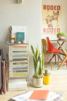 A Retro California Home that Pops With Color Casa Retro, My Ideal Home, Cute House, California Homes, Decor Crafts, Home Decor, Interior Styling, Cafe Interior, Home Living Room