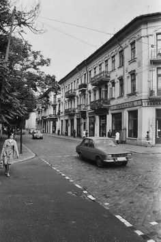 Uranus-Antim-Rahova neighborhood before demolition, Bucharest - Dan Vartanian photos and others : danperry — LiveJournal Retro Pictures, Old Pictures, Old Photos, Bucharest Romania, Vintage Architecture, Old City, Croatia, Chile, The Neighbourhood