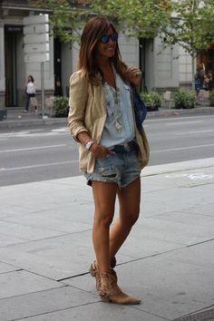 Hiii!!!! Like a cowgirl at the city!!!! Hoy voy de chica del Oeste….ja ja ja…me encanta el rollo…sobre todo para la ciudad…..ya no queda nada para ponerse medias ohhhhhhhhhhhhhh!!!!  Chaqueta/jacket:
