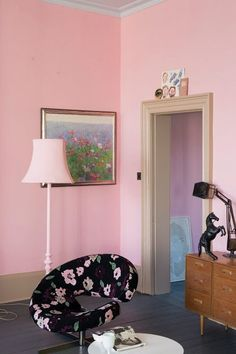 Altijd weer feest als er nieuwe Farrow & Ball kleuren uitkomen! Always a memorable moment when Farrow & Ball introduces new colors! Farrow Ball, Farrow And Ball Paint, Designers Guild, Coral Home Decor, Murs Roses, Oval Room Blue, Pink Paint Colors, Wall Colors, Pink Bedroom For Girls