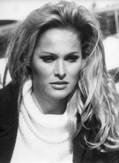 Luciana Paluzzi, Ursula Andress, Black And White Portraits, Famous Faces, Light Photography, Hollywood Stars, Stock Pictures, Fashion Dolls, James Bond