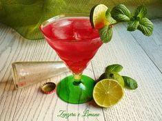 Un drink aperitivo analcolico da servire prima di sedersi a tavola. Si prepara alla velocità della luce ed è adatto a tutte le occasioni.