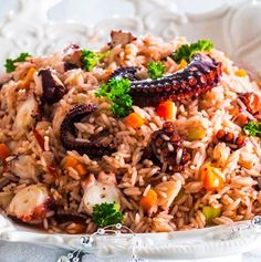 Octopus rice - an amazing dish! Entree Recipes, Rice Recipes, Seafood Recipes, Cooking Recipes, Arroz Risotto, Octopus Recipes, Portuguese Recipes, Portuguese Food, Home Food