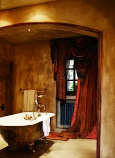 old world bath - unique curtains Style Toscan, Unique Curtains, Style Oriental, Interior And Exterior, Interior Design, Mediterranean Home Decor, Tuscan Style, Beautiful Bathrooms, Bathroom Inspiration