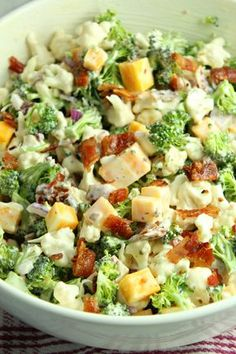 Loaded Broccoli Cauliflower Salad (Low Carb) - Recipes to try - Blumenkohl Low Carb Recipes, Diet Recipes, Cooking Recipes, Healthy Recipes, Recipies, Dinner Salad Recipes, Side Salad Recipes, Chopped Salad Recipes, Salads For Braai