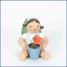 Der Geburtsengel sitzend mit Blume gefällt uns sehr gut! Der #Geburtsengel ist ein schönes #Geschenk zu #Ostern und viel langlebiger und gesünder als #Schokoladeneier. Dieser und andere #Blumenkinder von #WendtKühn sind erhältlich im #Feingefühl #Onlineshop: http://feingefühl-shop.de/wendt-und-kuehn/gruenhainicher-engel/175/geburtsengel-sitzend-mit-blume?c=33