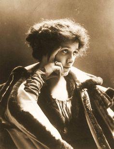 Shakespearean Actress Julia Marlowe, 1900