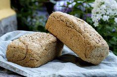 Med en 15-åring i hus som spiser mengder av brød, er det kjekt å kunne ha litt hjemmebakt også. De metter ganske mye mer enn de aller fleste kjøpte brød. Jeg som er matblogger burde jo kunne skilte me