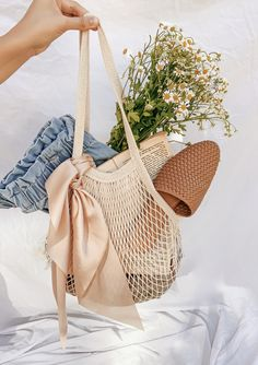 Trendy see through sheer beige tan mesh bag. Farmers Market Outfit, Net Shopping, Cream Bags, Fashion Templates, What In My Bag, Net Bag, Flat Lay Photography, Summer Aesthetic, Market Bag