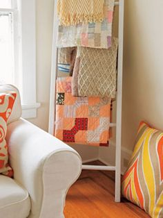 A 'quilt ladder' is such a quirky way to display quilts rather than tuck them away #whimziequiltz