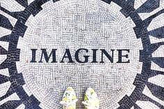 e viens de tomber sur un compte instagram assez original, intitulé « ihavethisthingwithfloors » qui met en avant des Selfeets pris sur les plus beaux sols du monde. N'importe qui peut participer au projet avec le hashtag #ihavethisthingwithfloors.