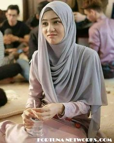 Real Story, I Sit Crying, Kneeling in front of the Ka'bah, Makkah Hijab Gown, Kebaya Hijab, Hijab Dress Party, Kebaya Muslim, Stylish Hijab, Hijab Chic, Hijabi Girl, Girl Hijab, Beautiful Muslim Women