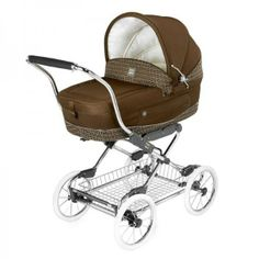 How cute is this Fendi Inglesina classic logo stroller?? Available at alexandalexa.com