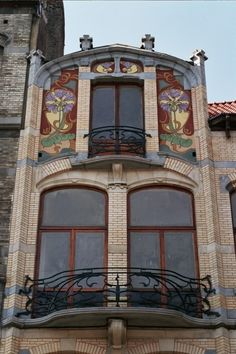 Exceptional Art Nouveau ensemble - Vanderschrick & Volders streets by architect Blérot [Not to be missed when visiting Saint-Gilles] You can also like our FB page https://www.facebook.com/ParvisSaintGilles