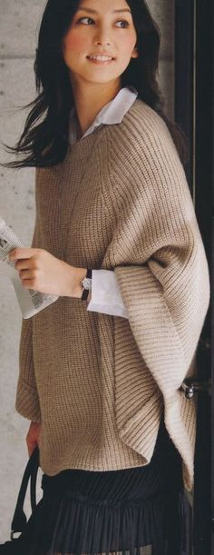 New Knitting Patterns Poncho Winter Ideas Poncho Sweater, Knitted Poncho, Knitted Shawls, Poncho Knitting Patterns, Knitwear Fashion, Shawls And Wraps, Knit Crochet, Sweaters, Cardigans