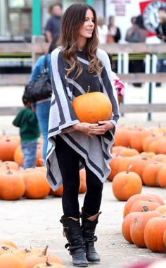 I will wear this outfit to pick pumpkins with my kids someday... I'm obsessed with ponchos !!! Cute outfit.