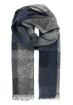 Магазин Elyts предлагает купить серый шарф STRELLSON по цене 7100 рублей. При покупке товара на сумму свыше 30 000 рублей – доставка бесплатна. Звоните +7 (800) 200-1691. Артикул 30002658.