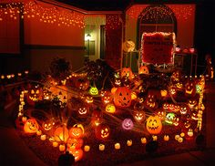halloween by flckr roadsidepicturesjpg 570440 halloween house decorationsparty - Pictures Of Houses Decorated For Halloween
