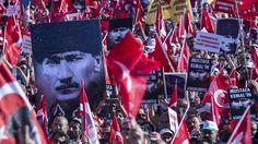 Hoewel de meeste Turken blij zijn dat de staatsgreep tegen president Erdogan is mislukt, groeit bij de seculiere Turken en sommige buitenlandse ondernemers de onzekerheid en de angst.
