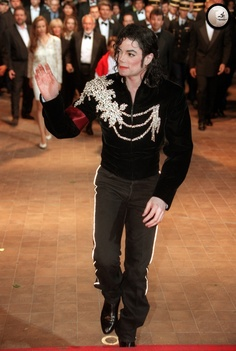 Michael at the Cannes Film Festival in France (1997) | Curiosities and Facts about Michael Jackson ღ by ⊰@carlamartinsmj⊱