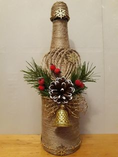 If Christmas is coming and you like DIY crafts, you must try these DIY Christmas crafts decoration bottles ideas. These DIY crafts bottles are very easy, you just need to look closely before you can make them yourself. Glass Bottle Crafts, Wine Bottle Art, Bottle Vase, Jute Crafts, Decor Crafts, Wrapped Wine Bottles, Liquor Bottles, Glass Bottles, Christmas Wine Bottles