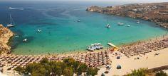 SPIAGGIA SUPER PARADISE (Mykonos) -  Spiaggia di sabbia dorata che si trova all'interno di una piccola baia circondata da colline e ha diversi bar sulla spiaggia famosi per le loro nottate festaiole. La mattina la baia sembrerà tranquilla e rilassata ma il pomeriggio si trasformerà e la spiaggia diventerà una discoteca!