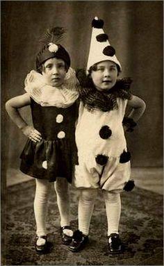 toddlers dressed as Pierrot Vintage Children Photos, Images Vintage, Photo Vintage, Vintage Pictures, Vintage Ads, Cirque Vintage, Vintage Clown, Vintage Halloween, Vintage Costumes