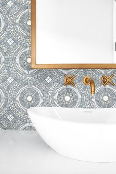 Artistic Tile I We love the classy combination of our Blue Note Circles mosaic, brass fixtures and clean white accents in this pretty powder room designed by Lindye Galloway Interiors. Decoration Inspiration, Bathroom Inspiration, Bathroom Interior Design, Decor Interior Design, Bathroom Designs, Bathroom Ideas, Interior Ideas, Best Bathroom Flooring, Concrete Bathroom