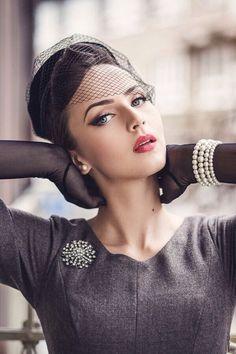 Retro Style Inspiration By Idda Van Munster Pin Up Vintage, Glamour Vintage, Vintage Gloves, Look Vintage, Vintage Mode, Vintage Beauty, Vintage Ideas, Vintage Outfits, Vintage Dresses
