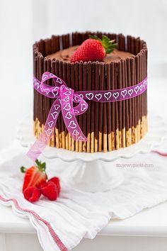 Mini chocolate cake with mikado