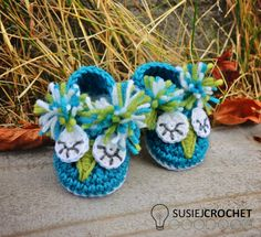 Crochet pattern for little owl shoes.  Great for any little boy or girl! #susiejcrochet