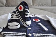 Luty Artes Crochet: Tenis All Star em crochê + Tutorial. Crochet Bebe, Crochet For Boys, Knit Or Crochet, Crochet Baby Clothes, Crochet Baby Shoes, Baby Patterns, Crochet Patterns, Crochet Converse, Pull Bebe