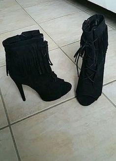 À vendre sur #vintedfrance ! http://www.vinted.fr/chaussures-femmes/escarpins-and-talons/25574851-talons-a-franges-justfab