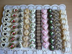 Different Pastries Lined up Christmas Sweets, Christmas Baking, Christmas Cookies, Wedding Plates, Wedding Sweets, Mini Desserts, Easy Desserts, Cake Cookies, Sugar Cookies