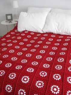 Transcendent Crochet a Solid Granny Square Ideas. Inconceivable Crochet a Solid Granny Square Ideas. Crochet Afghans, Crochet Bedspread, Crochet Motif, Crochet Yarn, Crochet Blankets, Crochet Pillow, Beau Crochet, Crochet Home, Crochet Crafts