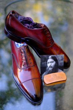 & ldquo; Распутин и Rdquo;  Эта новая Патина Александр Nurulaeff-Dandy Чистка Уход посвящен исторической личности харизматического, глубокой, завораживает и уникальной.  Все эти особенности идеально подходит к цвету темно-красный этих туфель.  Я и Rsquo; м рады, что эти ботинки предназначены для человека, который пытается высоко держать знамя сложной ремесло для чистки обуви-Mr.SS из Великобритании.