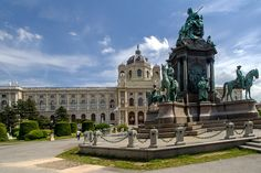 Guide for the budget travellers on a budget on visiting Vienna on a shoestring. How to save money travelling from the airport, getting around the city, and visiting attractions. Monuments, Prague, Austria Travel, Travel Money, Tourist Trap, Vienna Austria, Central Europe, Places Of Interest, Ticket