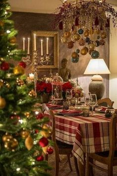 Traditional Christmas or modern Nordic Christmas? Honestly I can't decide – the best thing would be to have two houses to decorate. Christmas Room, Nordic Christmas, Christmas Is Coming, Christmas Images, Winter Christmas, Christmas Crafts, Christmas Decorations, Table Decorations, Holiday Decor