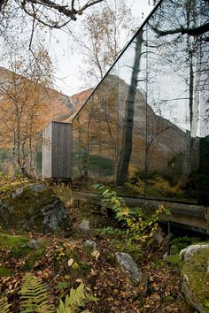 Juvet Landscape Hotel: The large glass facade is the perfect way to compliment the beautifull nature