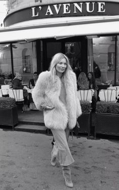 Kate Moss street style with fur coat. Mode Russe, Kate Moss Stil, Looks Style, My Style, Queen Kate, Dress Up, Winter Mode, Vogue, Inspiration Mode