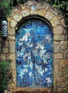 Door. Vera Pavaneli.