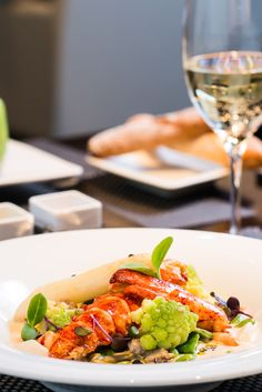 Exclusive dining options ✓ exceptional creations ✓ in the heart of Zurich ★ Restaurant Pavillon ★ Rive Gauche ★ Le Hall ★ Book your table here! Swiss Recipes, Unique Restaurants, Rive Gauche, Foods To Eat, Zurich, Bon Appetit, Switzerland, Wines, Stuffed Peppers
