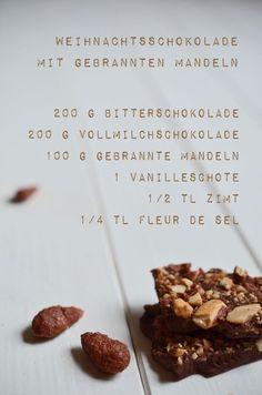 Geschenk aus der Küche: Selbstgemachte Schokolade mit gebrannten Mandeln (Rezept)